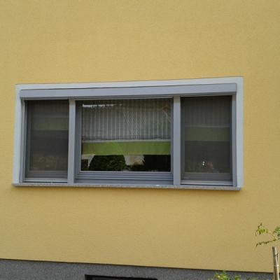 Holzfenster in RAL-Farbe mit Insektenschutz-Spannrahmen